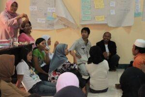 Pegiat PPK Panca Karsa dalam sebuah kegiatan pelatihan pengelolaan informasi buruh migran. (dok.PSDBM)
