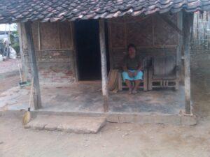 Tampak rumah Warinih Binti Sarkim (36) TKW Asal Desa Puntang, Blok Sarmita, RT14 RW 04, Losarang, Indramayu, Jawa Barat.