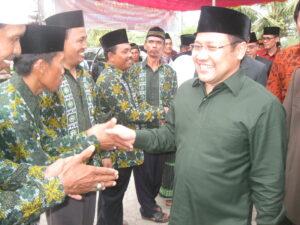 Tampak Menakertrans Muhaimin Iskandar yang disambut kader-kader PKB di lokasi acara
