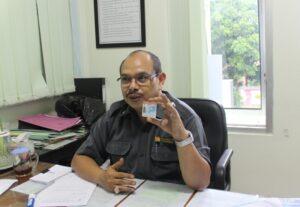 Umar Subekhi, Kasi Penempatan di BP3TKI Yogyakarta saat menunjukkan KTKLN
