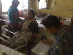 Hariyanto Saat Mendampingi Yeni Bt Carnodi, TKI Asal Cirebon yang Mengalami Kecelakaan Kerja