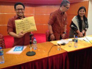 Penyerahan 5000 Tanda Tangan Petisi Tolak KTKLN dari BMI Hong Kong Kepada Menteri Tenaga Kerja dan Transmigrasi, Muhaimin Iskandar