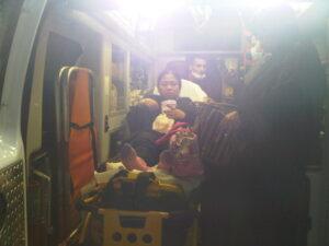 Entik binti Ade (TKIO Sakit) Saat Dibawa Ke Dalam Ambulan