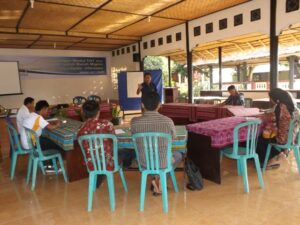 Suasana diskusi paralegal di Advokasi Buruh Migran Indonesia (ADBMI)