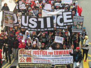 Suasana aksi solidaritas untuk keadilan bagi Erwiana yang diikuti ribuan massa baik dari kalangan buruh migran, organisasi terkait, hingga warga lokal Hong Kong yang peduli pada perlindungan pekerja migran (sumber: Facebook Sring Atin)