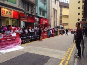 BMI Melakukan Aksi di Depan KJRI Hong Kong