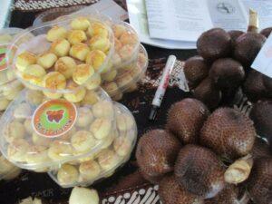 Nastar isi selai salak yang diproduksi oleh Purna TKI Turi