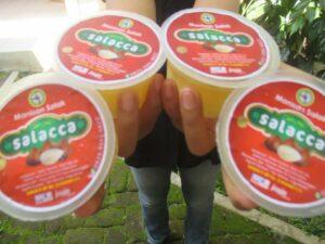 Manisan Salak berlabel Salacca Produksi Paguyuban TKI Purna Manunggal Agawe Santosa