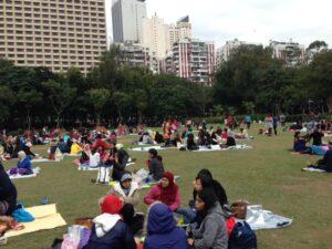 Buruh Migran Indonesia yang Berada di Hong Kong Berkumpul di Victoria Park