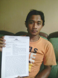 Gustopa Menunjukkan Laporan Polisinya