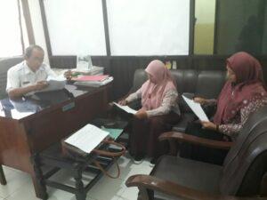 Perwakilan KOPI Pondok saat berkoordinasi dengan Dinas Dukcapil Ponorogo terkait akta kelahiran anak PMI