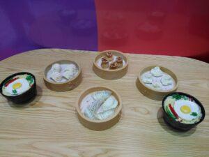 Beberapa Cokelat Berbentuk Makanan yang Dipajang di Museum Cokelat, The Peak Central.