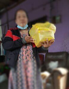 Pekerja Migran Indonesia Terdampak PKP di Malaysia Menerima Bantuan dari Komunitas Serantau
