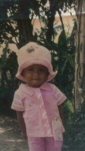 Foto Anak Rusmini Saat Kecil Ketika Ditinggal ke Malaysia Pada 2003