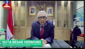Duta Besar Indonesia untuk Malaysia, Hermono, memberikan informasi mengenai program rekalibrasi dalam siaran langsung di Facebook